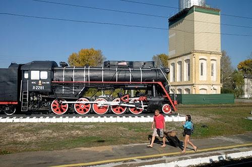 ハバロフスク~イルクーツクの途中の駅。このころは天気もよく暖かかったことが、服装からもわかる