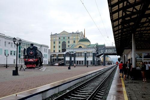 クラスノヤルスク駅では、駅構内のまん真ん中に大型の蒸気機関車が保存されていた