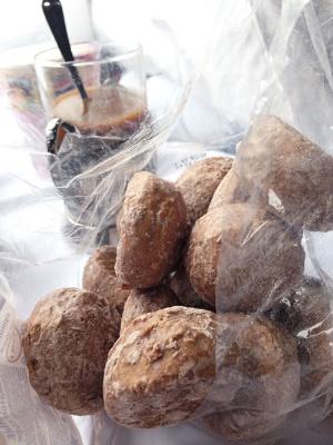 ヴィクトリアに分けてもらったコーヒー風味の甘い菓子パン(撮影:二村嘉美)