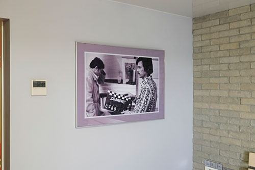 ホテルの部屋に飾ってあった写真。カチンコに「ソラリス」とあることから、『惑星ソラリス』を撮影中のアンドレイ・タルコフスキー監督だろう。名画座で見てわくわくした覚えがある。