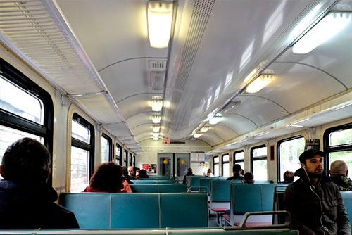 郊外電車(エレクトリーチカ)の車内