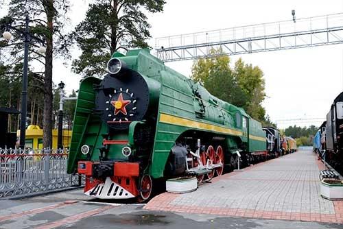 こんな機関車が引っ張るシベリア鉄道に乗ってみたかった。かなり時間はかかっただろうけど