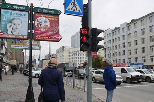 ノヴォシビルスクの中心部。信号が変わるまでの秒数が表示されている。ロシア人は意外にせっかちなところも