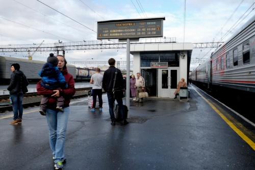チュメニ駅で停車中の列車