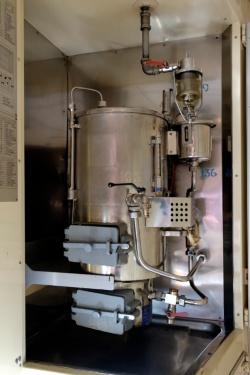 すっかりピカピカになったステンレス製の湯沸器