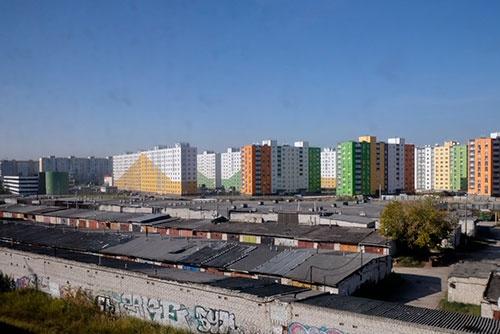 ニージュニイ・ノヴゴロド駅に到着する直前に見えたカラフルな集合住宅