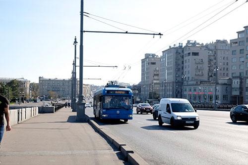 34年経ってもバックの風景がほとんど変わっていないのに驚く。トロリーバスはここモスクワでも活躍している