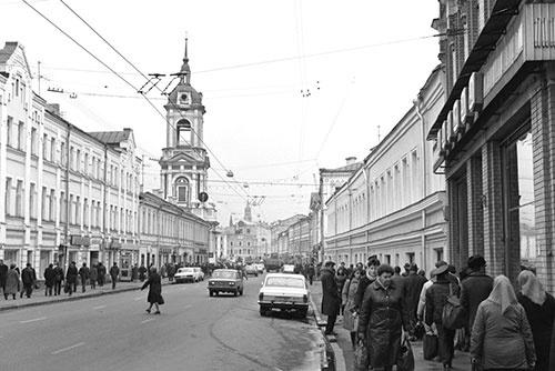 モスクワの素顔が見えたような気がした、当時のピャトニツカヤ通り。これから28年後、このすぐ近くに丸亀製麺の店ができるとは、誰が想像しただろうか(1985年)