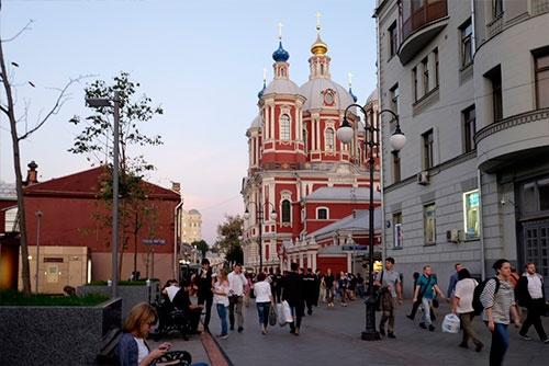 ピャトニツカヤ通りの脇道を入り、トレチャコフ美術館に近い地下鉄トレチャコフスカヤ駅あたり
