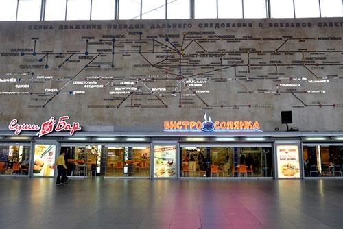 サンクトペテルブルク・モスクワ駅の構内にあった路線図。旧ソ連時代につくられたものらしく、ゴーリキー(現・ニージュニイ・ノヴゴロド)、スベルドロフスク(現・エカテリンブルク)が旧称のままだった。さすがに、サンクトペテルブルクは新しい名前になっていたが