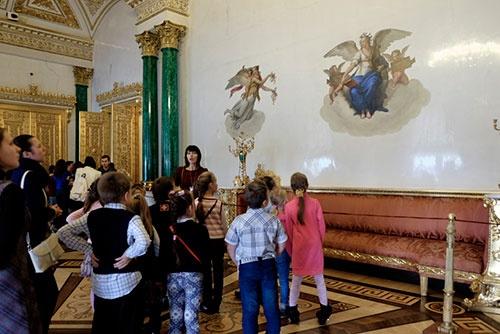 ロシアの小学生はみんなおとなしく、先生の話をよく聞いていた