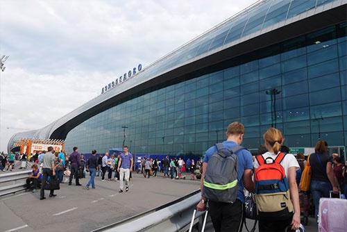 近代的なドモジェドヴォ空港の外観
