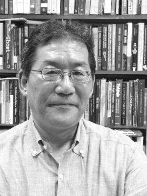 <b>阪口正二郎(さかぐち・しょうじろう)氏</b>。一橋大学大学院法学研究科教授。専攻は憲法、主な研究テーマは立憲主義、表現の自由など。主な著書に「立憲主義と民主主義」(日本評論社)などがある。