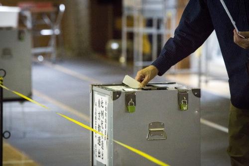 2016年の参院選は、島根と鳥取、高知と徳島の合区が実施されての初の選挙となった。(写真:ZUMA Press/アフロ)