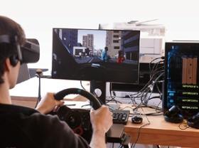 アセントロボティクスはGANなどを利用して、自動運転のシミュレーション映像を生成する(写真=尾関 裕士)