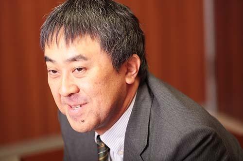 <b>鷲田祐一(わしだ・ゆういち)</b><br /> 1968年生まれ。91年、一橋大学商学部卒業後、博報堂に入社。生活総合研究所、イノベーション・ラボで消費者研究、技術普及研究に従事。2008年、東京大学大学院総合文化研究科博士後期過程を修了 (学術博士)。2011年、一橋大学大学院商学研究科准教授、2015年、同教授。ミクロ視点での普及学、グローバルマーケティング、ユーザーイノベーション論、未来洞察手法、デザインとイノベーションの関係などを研究している。(写真:鈴木愛子、以下同)
