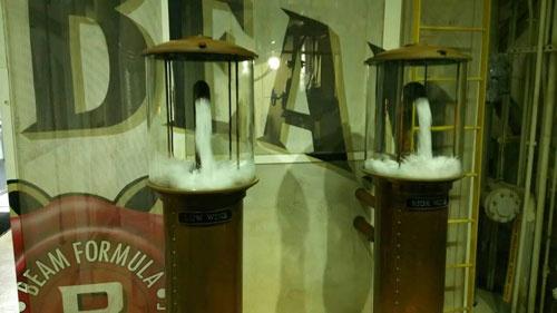 最初の蒸留でできたものをローワイン、再蒸留でできたののをハイワインと呼びます