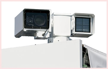 <b>ドローン追跡用のカメラ。1秒間に180度の高速旋回性を持つ</b>