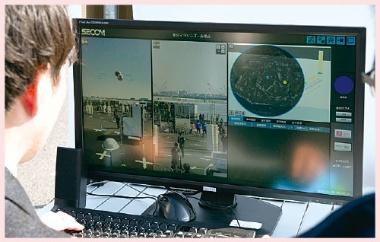 <b>収集した情報は警備員が監視するモニターに表示する</b>