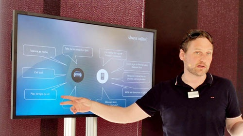 MBUX開発リーダー Dr.Thomas Eireiner(Dr.トーマス・アイライナー)さん<br />2002年入社。コミュニケーションエンジニアリング、インフォメーション・テクノロジーの博士課程をもつ。近年はスピーチグループという部署で、次世代のサーバーベースのボイスレコグニションの研究開発を行う。多くのサプライヤーとの協業も伴うこのプロジェクトにて開発リーダーを務める。