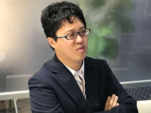<b>伊本 貴士(いもと たかし)</b><br/>メディアスケッチ 代表取締役 兼 コーデセブン CTO、IoT検定制度委員会メンバー、サイバー大学客員講師。2000年にNECソフト入社、Linuxのシステム構築を主な業務として行う。フューチャーアーキテクト、クロンラボの情報戦略マネジャーを経て、メディアスケッチを設立。IoTを中心に企業への技術支援、教育支援のコンサルティングを行う。研究分野では人工知能、無線セキュリティー、ロボット制御を中心に研究を行う。IoTや人工知能などの最先端技術分野における講演多数。
