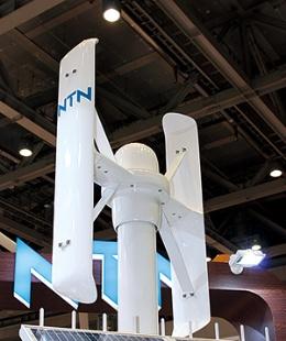 <b>ベアリング大手のNTNが開発中の垂直軸型小型風力。来年の製品化を目指す</b>