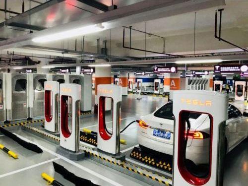 テスラが上海・浦東に設置した世界最大級の充電ステーション