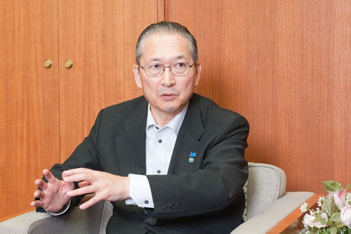 <b>神津 里季生(こうづ・ りきお)</b></br> 1956年、東京生まれ。1979年、東京大学卒業後、新日本製鐵に入社。新日本製鐵労働組合連合会会長、日本基幹産業労働組合連合会委員長などを歴任。2013年から連合事務局長を経て、2015年、第7代連合会長に就任。(写真:菊池くらげ、以下同)