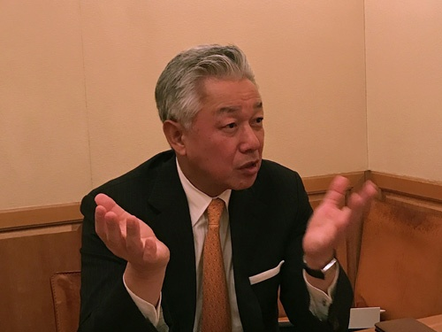 <b>佐山 展生(さやま のぶお)</b></br> インテグラル株式会社 代表取締役パートナー。スカイマーク株式会社 代表取締役会長。</br>  1953年、京都府生まれ。一橋大学大学院国際企業戦略研究科教授。京都大学工学部卒業後、エンジニア・研究者として帝人に入社。1987年に三井銀行に転職し、M&A業務に従事。ニューヨーク駐在時にニューヨーク大学ビジネススクールでMBAを取得。1999年、東京工業大学で博士号(学術)を取得。1998年に日本初の大型独立投資ファンドであるユニゾン・キャピタルを共同創設。2004年にM&AアドバイザリーのGCA、2007年にインテグラルを創設。2015年、インテグラルの投資先であるスカイマークの代表取締役会長に就任。</br>  著書に『バイアウト』(共著、日本経済新聞出版社)、『社長の器』『社長の値打ち』『リーダーの危機突破力』(編者、日本経済新聞出版社)、『生涯現役論』(共著、新潮新書)など。
