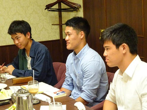 左から、大江梨生さん、西岡航平さん、江波戸水紀さん