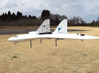 エアロセンスが開発した飛行機型のドローン。マルチコプター型に比べ広範囲を高速移動できる