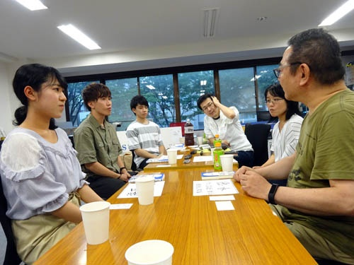 写真左奥から、浪山さん、上原さん、福西さん。右奥からオバタカズユキ氏、小暮さん、徳永さん