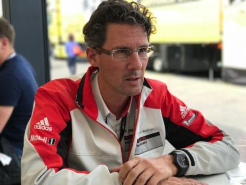 <b>ポルシェのモータースポーツ部門主任<br /> Dr.フランク=シュテフェン・ヴァリザー</b><br /> Dr.Frank Walliser<br /> Head of Porsche Motorsports From the road to the race track:the 911 for customers and racing(写真:藤野)<br />1995年にヴァイザッハ研究開発センターに入社。市販車の開発を経て2003年、モータースポーツプログラム統括マネージャーへ就任し、RSスパイダーでアメリカン・ル・マン・シリーズで3度のタイトルを獲得。その後、ふたたび市販車開発に着手し、918スパイダーの開発指揮を執る。2014年より現職を務め、世界各国のGTスポーツならびに市販GTモデル開発の責任者として、モータースポーツと市販モデル開発の両立を目指す</p>
