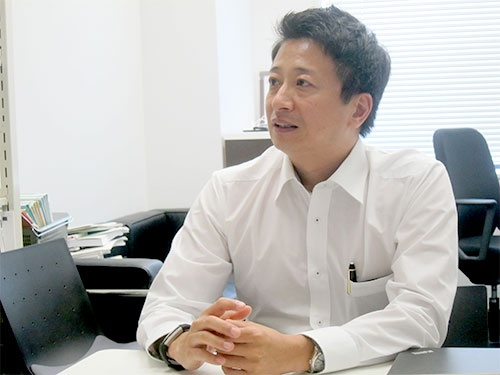 "<span class=""fontBold"">南和気氏</span><br />大阪大学法学部卒業後、米国企業を経て2004年よりSAPジャパンに入社。人事ソリューション事業責任者、アプリケーション営業責任者などを歴任し現職。現在、 SAP Asia Pacific Japanに所属。200社を超える人事コンサルティングの実績を持ち、グローバル経営戦略において「日本企業が勝つための人事」の提言に定評がある。著書に『世界最強人事』、『人事こそ最強の経営戦略』など。2017年度、立命館大学大学院にて「人的資源管理」講師を担当。"
