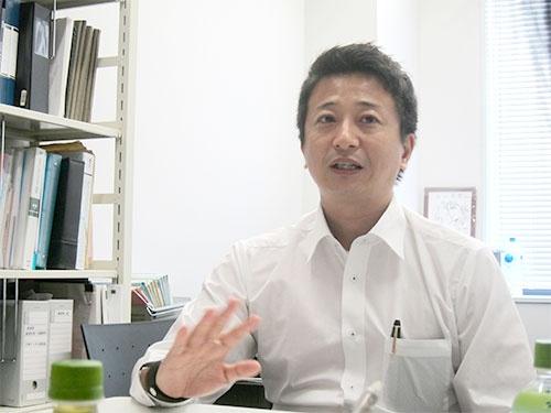 "<span class=""fontBold"">南和気氏</span><br />大阪大学法学部卒業後、米国企業を経て2004年よりSAPジャパンに入社。人事ソリューション事業責任者、アプリケーション営業責任者などを歴任し現職。現在、 SAP Asia Pacific Japanに所属。200社を超える人事コンサルティングの実績を持ち、グローバル経営戦略において「日本企業が勝つための人事」の提言に定評がある。著書に『世界最強人事』、『人事こそ最強の経営戦略』など。2017年度、立命館大学経営大学院にて「人的資源管理」講師を担当。"