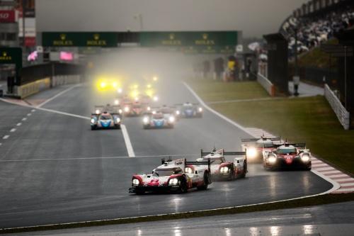 レースはポールポジションの2号車ポルシェ919ハイブリッドを先頭にスタート(写真:Marcel Langer)