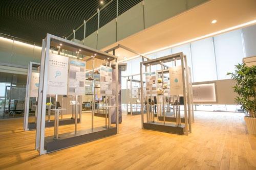 1階奥には研究成果を展示するスペースがある