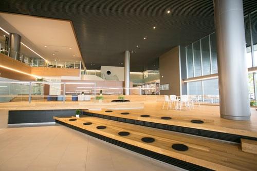 サントリーが基礎研究の拠点として昨年5月、けいはんな研究学園都市に開設したサントリーワールドリサーチセンター(写真:直江竜也、以下同)