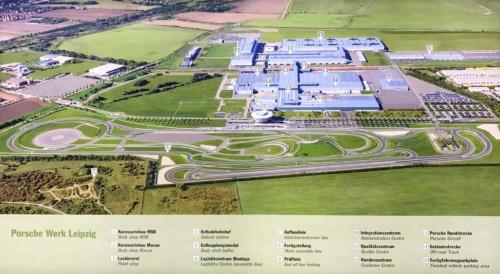 ライプツィヒ工場全景。テストコースを併設し、開発はもちろん全数走行テストもここで実施される