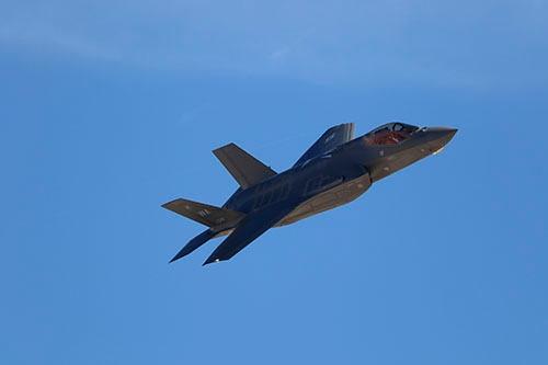 2017年11月に米国のネリス空軍基地で開催されたエアショーでは、最新鋭のステルス戦闘機「F-35AライトニングII戦闘機」が披露された(写真:井上 孝司)