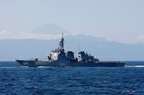 相模湾を航行する海上自衛隊のこんごう型護衛艦「ちょうかい」。日本国産の防衛装備品が海外でも使用される時は来るのだろうか。(写真:井上 孝司)