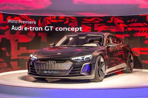 2018年のLAショーで公開された「e-tron GTコンセプト」。