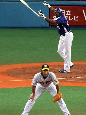 直球勝負でウッズ選手に打たれた藤川投手。一対一の勝負を重んじた江夏投手らの系譜に連なる存在といえる