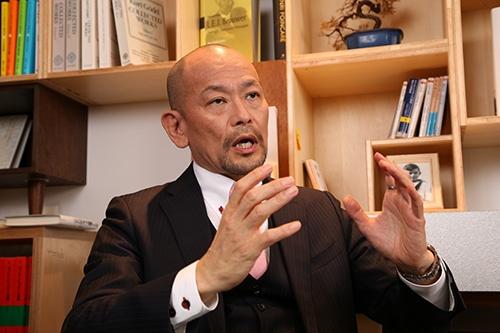 """<span class=""""fontBold"""">おとべ・だいすけ</span> 1992年プロクター・アンド・ギャンブル・ジャパン入社。P&Gでは「アリエール」「ファブリーズ」などのブランドを担当。2009年ダノンジャパンのマーケティング本部長。12年にユニリーバ・ジャパン副社長。14年に日産自動車グローバル・プロダクト・マーケティング本部長。16年から資生堂ジャパン執行役員(17年12月31日付で退任予定)。"""