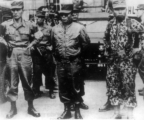 1961年の「5・16軍事革命」は朴槿恵前大統領の父・朴正煕少将(前列中央)らが主導した(写真:YONHAP NEWS/アフロ)