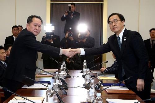 1月9日の南北閣僚級会談実現で韓国は「主導権を握った」と胸を張るが…(写真:代表撮影/ロイター/アフロ)