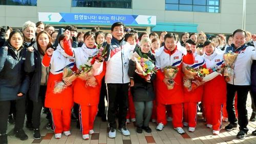 平昌五輪で韓国と北朝鮮は女子アイスホッケーの合同チームを編成。「平和ムード」を演出するが…(写真提供:大韓体育会/Lee Jae-Won/アフロ)