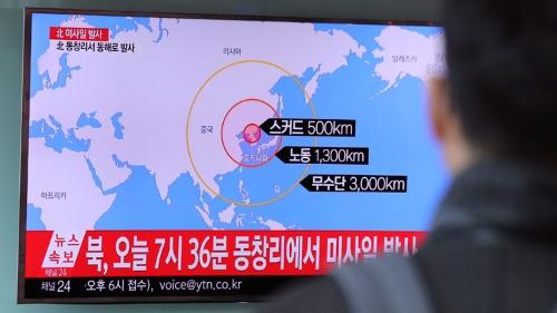 3月6日朝、北朝鮮が弾道ミサイル4発を発射。韓国でも速報された(写真:AP/アフロ)