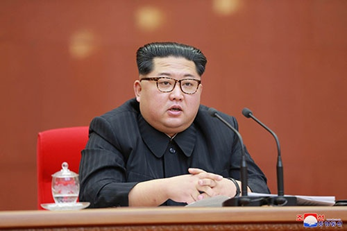 20日に平壌で開催された北朝鮮の朝鮮労働党中央委員会第7期第3回総会に出席する金正恩委員長(写真:KCNA/UPI/アフロ)