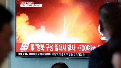 北朝鮮のミサイルが発足直後の文在寅政権を揺さぶる(写真:AP/アフロ)